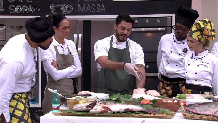 O chef Thiago Castanho explica aos participantes do Super Chef Celebridades 2016 a importância de se usar ingredientes frescos e de boa qualidade nas receitas