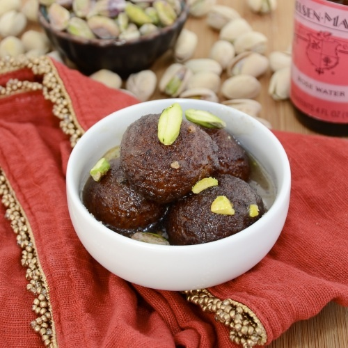 Gulab Jamun...A traditional Indian dessert of fried milk balls soaked in rose scented syrup.: Peas Kitchens, Jamun Recipe, Indian Desserts, Indian Sweet, Indian Food, Sweet Peas, Indian Recipe, Delicious Food, Gulab Jamun
