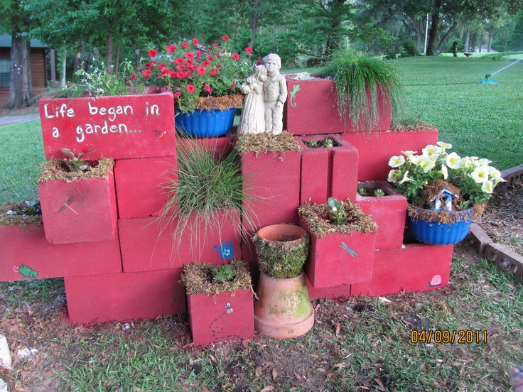 Fun project to decorate the yard i wonder if you can moss - Painting cinder blocks for garden ...