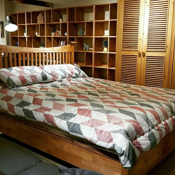 Crown bed made of alder wood
