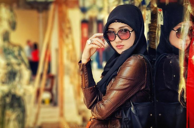 Dian Pelangi inspired urban look hijab.
