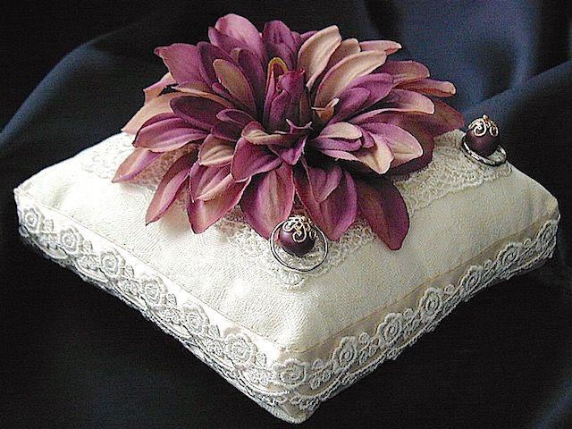 ateliersarah\u0027s ring pillow/パープルグラデのダリアを飾ったコットンジャガードのリングピロー & 993 best Pillow idea images on Pinterest   Ring pillows Cushions ... pillowsntoast.com