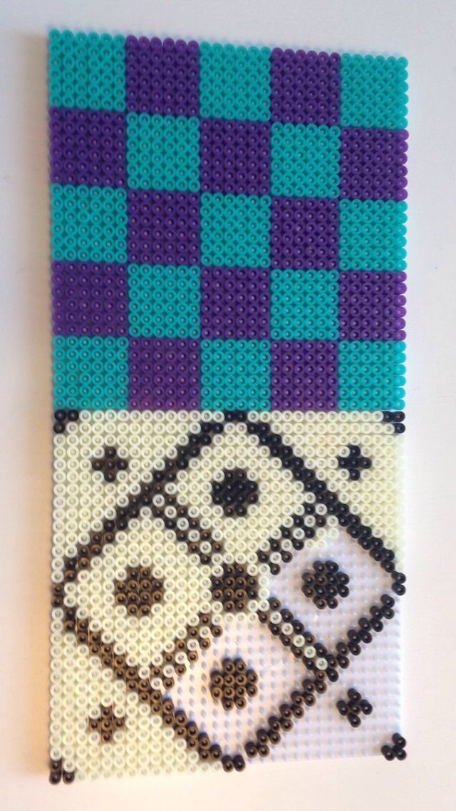 Et af mine nuværende projekter perlede firekante, idéen er at lave flere forskellige, således man kan lavet et look a like flise look på et møbel til børneværelset eller til det kreative rum