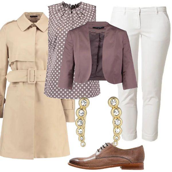 Proposta per un look adatto ad un primo appuntamento di lavoro, sobrio ma con gusto. Pantaloni bianchi con top e giacca corta nei toni del beige, scarpe stringate in tinta, trench con cintura e orecchini che illuminano il volto.