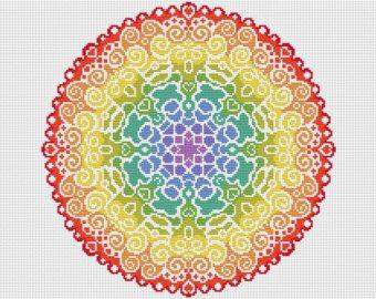 ¡ Bienvenido!  Disponible aquí es este kit de punto de Cruz completa que contiene todo que lo necesario para coser este diseño maravillosamente coloridos Mandala de espectro. El kit vendrá con vibrantes hilos DMC y utiliza completo Cruz puntadas solo. Este kit es de un nivel de habilidad fácil para un proyecto de relajante.  El kit contendrá;  Una pieza de 16 cuenta tela Aida blanca, 2 x John James cruz puntada agujas, Genuino hilos DMC ordenados en un organizador El gráfico de punto de Cruz…