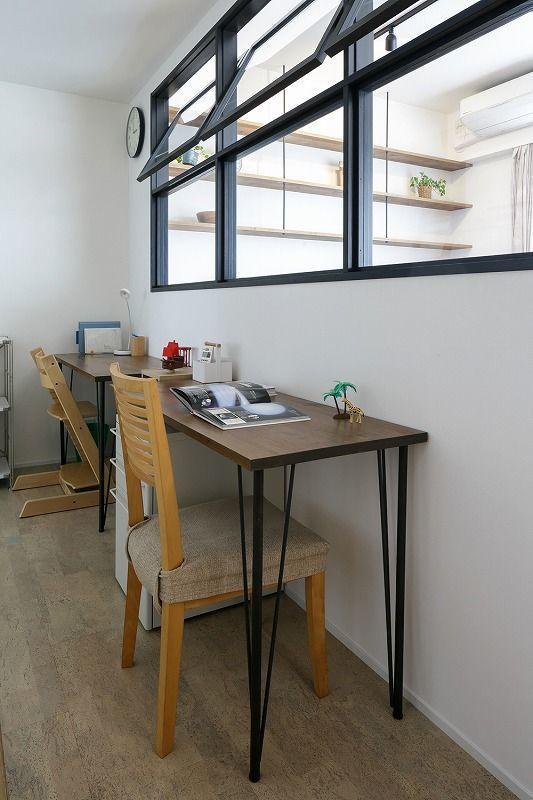 たっぷりの収納と回遊動線で家事効率をアップ、マンションリノベーション事例。ていねいに効率的に暮らしを楽しむ。お子さんたちの成長に伴い、子ども部屋が必要になったお客様。リビング隣に室内窓のある子ども部屋を作りました。高めの天井高を利用して造作したロフトは秘密基地としても大活躍!更に大容量のウォークスルークロゼットができ収納場所が決まった事で、子どもたちが率先してお片付けするようにもなりました、との事でした。水まわりはキッチン、脱衣室、洗面室、リビングと回遊できる動線で家事効率がアップ。また主寝室、クローゼット、子ども部屋リビング、玄関ホールまでぐるぐると回れる動線で、家事や子育てで忙しい毎日を効率よく過ごせる間取りのおうちの完成です。