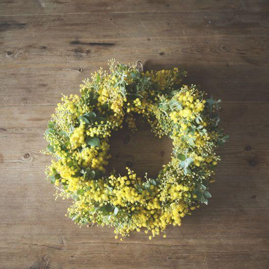 【ドライフラワーを愉しむ】第2話:春をはこぶミモザのリース、長持ちする作り方