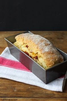 Penne im Topf: Quark-Brot mit sommerlicher Gemüse-Füllung