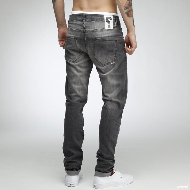 Jeans från Sweet Skateboards i stretchande   denim för skönare passform.