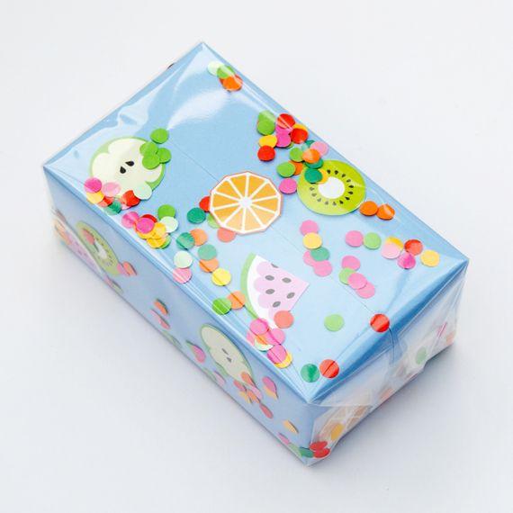 DIY fruitige confetti cadeauverpakking #diy #knutselen #fruit #confetti #cadeauverpakking #verpakking #geschenkverpakking #cadeau #geschenk #gift #giftwrapping