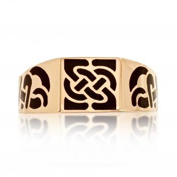 Стильное мужское кольцо из золота с черной эмалью.