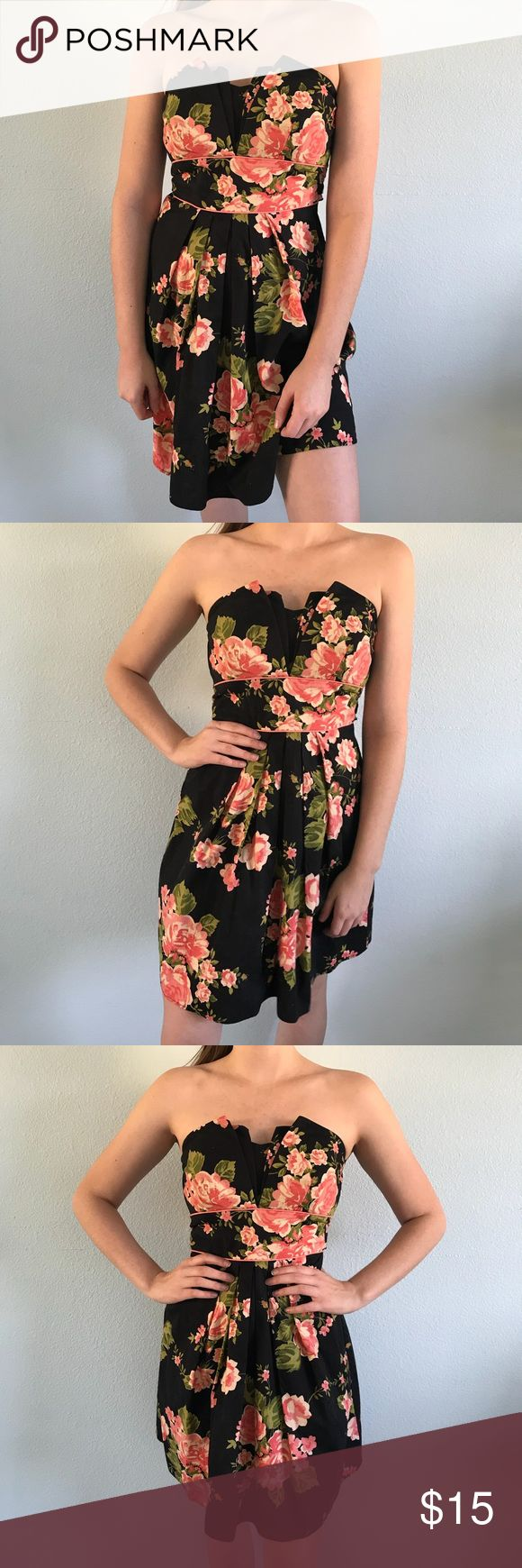 Black Floral Dress Strapless, Floral Pattern Bow in the back Perfect for a special occasion!! Worn once B. SMART Dresses Strapless