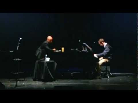 WOW! An impromptu performance by BILLY JOEL of New York State of Mind to the piano accompaniment of a college student at a lecture. This is GREAT!