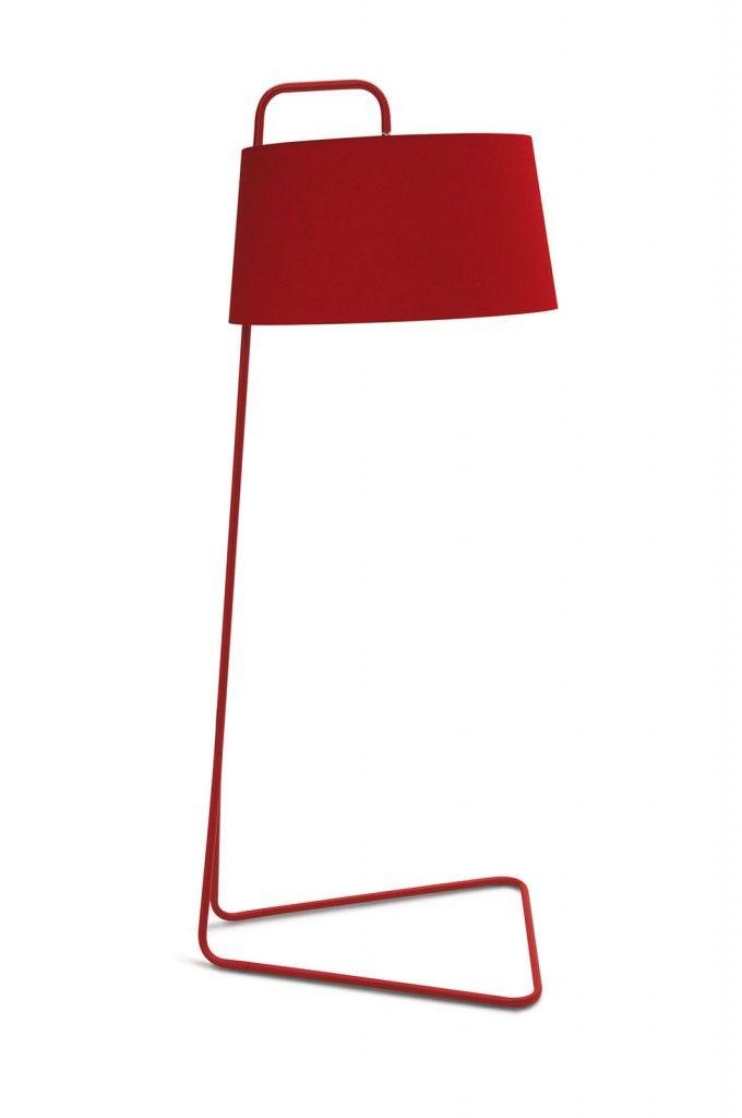 Ha un design minimalista Sextans di Calligaris, una lampada indicata per uno stile sia moderno, sia classico. In metallo verniciato con paralume in tessuto, disponibile in altre varianti di colore