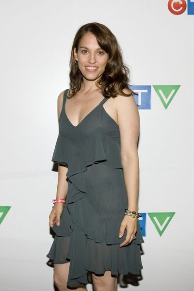 Amy Jo Johnson Height - How tall
