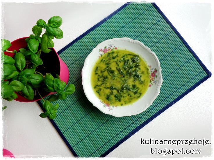 Szybka zupa ze szpinaku , którą równie dobrze można przerobić na zupę-krem szpinakową :) Więcej o szpinaku możecie poczytać tutaj: Szpinak – przepisy, wartości odżywcze Składniki Szpinak 150g, świeży Cebula 1 mała Czosnek 1 ząbek Bulion 300ml (warzywny lub drobiowy, przepis znajdziesz na blogu) Gęsty jogurt naturalny 180g (lub śmietany) Masło 2 łyżki Sól do …