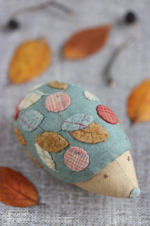Ёжик — ёлочная игрушка / Hedgehog Christmas ornament - Вечерние посиделки 9 cm x 4.5