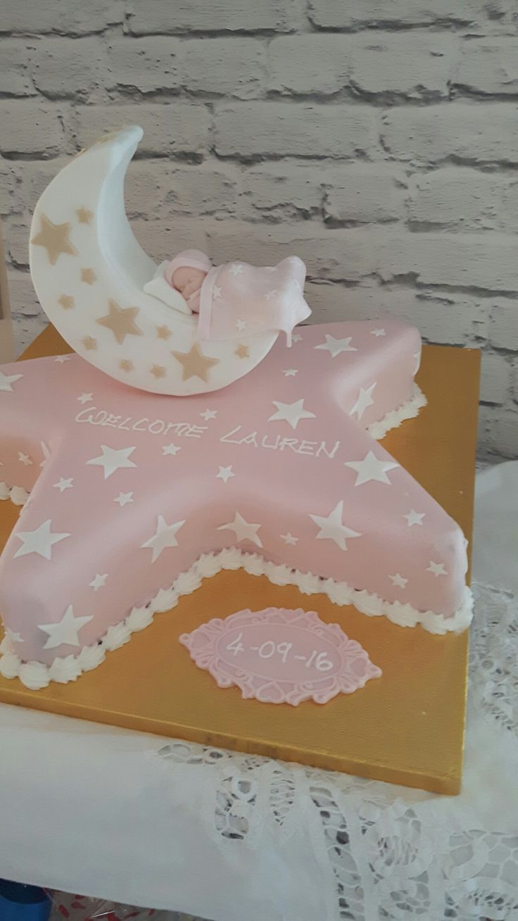Cannaboe pretty christening cake. #christeningcake #starcake #christeninggift