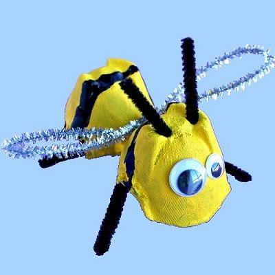 Recyclez une boîte d'œufs en abeille...