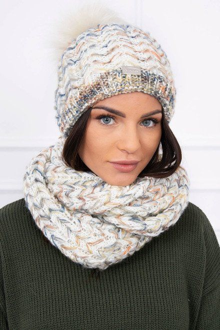 b439bbbe9 Krásna dámska čiapka a šál s prekrásnou farebnou štruktúrou. Veľkosť je  univerzálna. Krásny zimný set, ktorý môžeš kombinovať s rôznymi kúskami  zimného ...