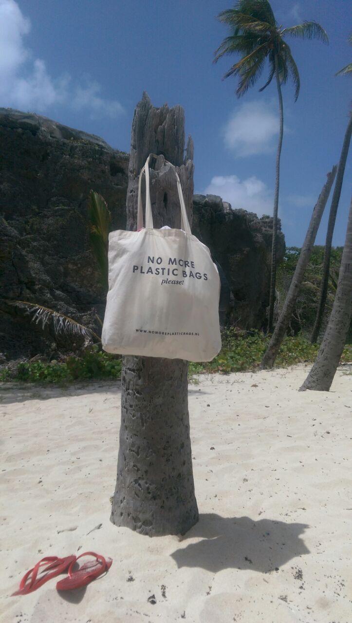 #plastic #bag #tote #plastic soup # katoenen tas www.nomoreplasticbags.nl