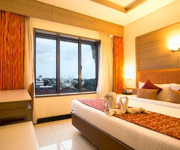 Clinton Park Inn Star Hotels in Velankanni offers a host of features and services to help make your stay as enjoyable as possible.We offers so many Luxury facilities like Bar, board room,Banquet Hall etc.
