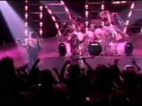Kiss-Crazy Crazy Nights Perdonen por la mala calidad / Sorry for the poor quality. Tema : CrazyCrazy Nights Disco : Crazy Nights Año : 1987 Compositor : Paul Stanley Bruce Kulick