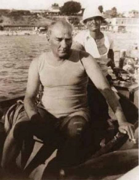 Mustafa Kemal Atatürk Sen mutlu muydun Atam? Hiç seni anlayan oldu mu?