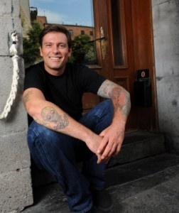 Chuck Hughes. Chef, head culinary master at Garde Manger in Old Montreal, and man of many tattoos (including oysters, lobster and shrimp with lemon - this man knows how to show his love for food)... um, did I mention fine looking man to boot. Insert sigh en francais ici.
