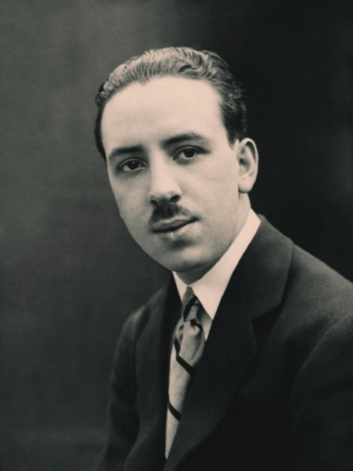 Ahhh! // Alfred Hitchcock, 1920. So weird.  He wasn't entirely hideous then!