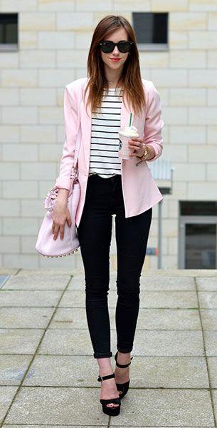เสื้อคลุมสูทสีชมพู Forever 21, เสื้อลายขวาง สีขาวเส้นน้ำเงิน Choies, กางเกงยีนส์สีดำ Topshop, รองเท้า Steve Madden