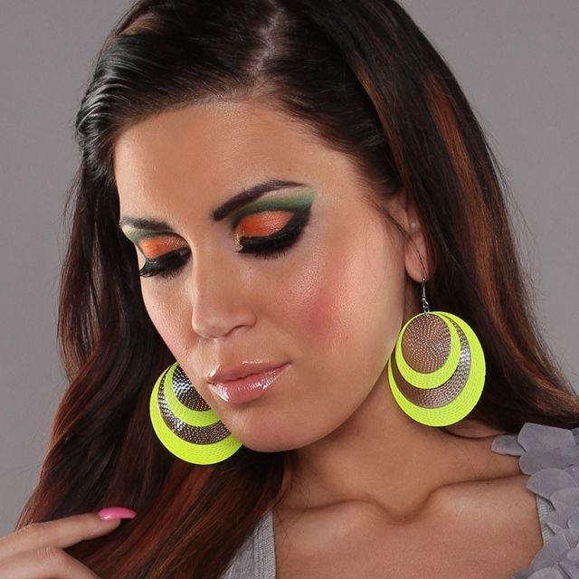 Neonové kruhové naušnice, Barva oranžová   Dámské kruhové naušnice s neonovým zdobením. Pěkný kousek pro letní dny. K dostání je několik krásných letních barviček.  290 Kč