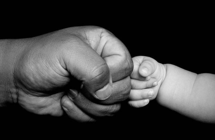 #Babalar #Günü http://sesanltd.com.tr/babalar-gunu/  Bir Amerikalının kızı olan Sonora Smart Dodd #anneler günü olduğu gibi babalar #gününün de olması gerektiğini düşünmüştür. Babası annelerinin yokluğunda altı çocuğunu tek başına büyütmüştü. Bu nedenle kızı babasına büyük saygı duyuyordu ve onu mutlu etmek istiyordu.  Sonora Smart Dodd babasına bir hediye vermek istiyordu ve bunun tüm dünya çapında bilinmesini istiyordu. Babasının doğum günü olan 5 Haziranın Babalar Günü olması için…