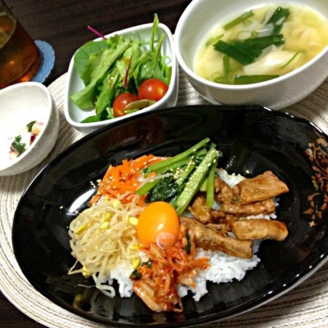 肉は焼肉のタレで味付け。 あとは野菜のナムルとキムチ並べるだけです。 - 2件のもぐもぐ - ビビンバ丼 by poohtohachi