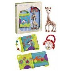 Cadoul ideal pentru a-i ura bun-venit bebelusului! O cutie cadou girafa Sophie- cu o multime de activitati de descoperit, care il vor stimula pe bebelus sa isi dezvolte simturile! Setul cadou contine: - o girafa Sophie originala, din cauciuc natural extras din arborele de Hevea - o zornaitoare colorata (culorile pot varia)  - o carticica pentru joaca girafa Sophie, cu 6 pagini colorate, fabricata din material textil.