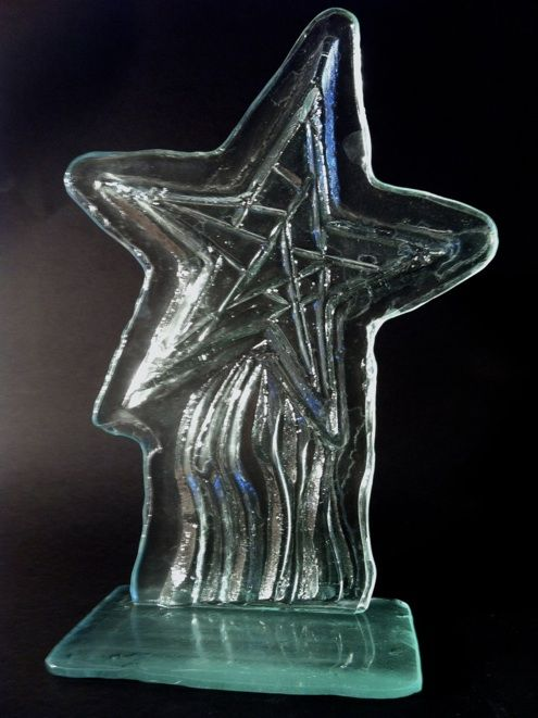 trophée en verre soufflé et en verre fusion /thermoformage.