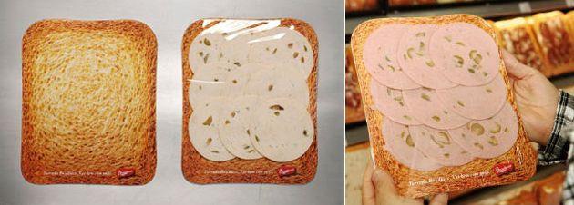 """""""ついで買い""""を戦略的に誘発し売上25%Up! パンブランドのクレバーなメディアアイディア。 ブラジルで実施された、ユニークなデザイン施策をご紹介。Bauducco Toastという名のパンのブランドがクライアントです。  「上に何をのせても美味しいトースト」というシンプルなメッセージに絞り、それをダイレクトに表現したデザインがこちら。   スーパーマーケットの食品売り場で、ハム等が入っている白いトレーにパン(トースト)のデザインを施しました。これにより、ハムやサラミなどすべてが、既にパンの上に乗っているように見えるビジュアルを作り上げています。   店頭という消費者に一番近いコンタクトポイントで効果を発揮し、前年同時期に比べて売上げは25%も上昇しました。(このパッケージを選んだ人のなんと60%が、一緒にBauducco Toastのパンを購入したそうです)  新しいメディアの発見が素晴らしいデザイン事例"""