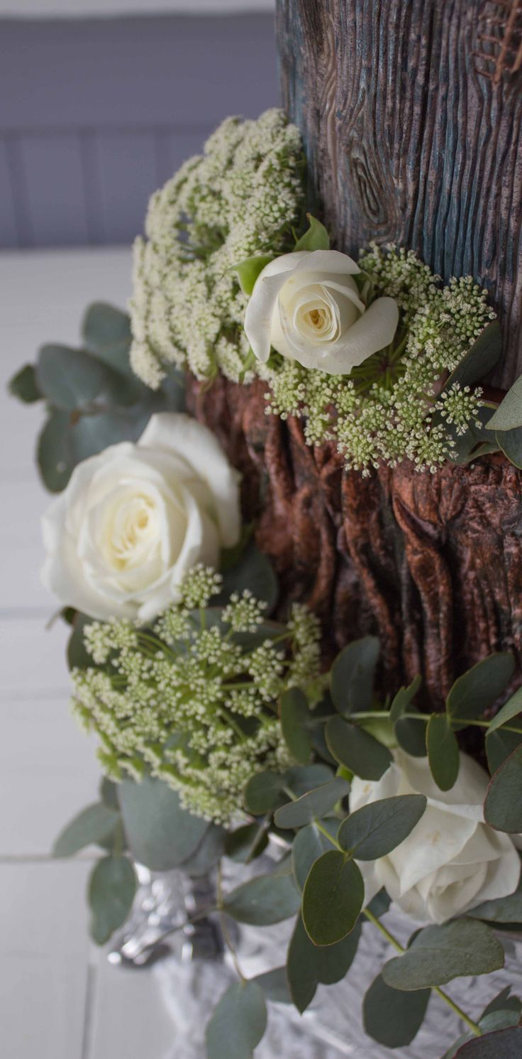 Woodland cake: a beautiful natural palette.