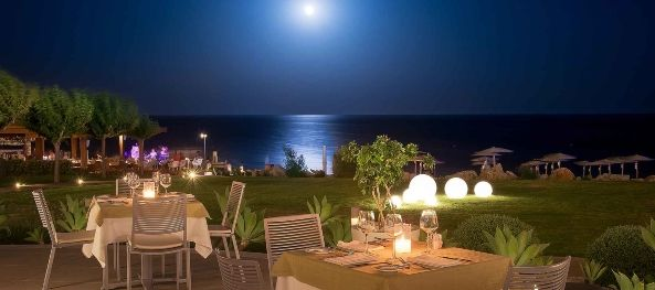 Fresh Mediterranean Restaurant - Dinner Under the Moonlight