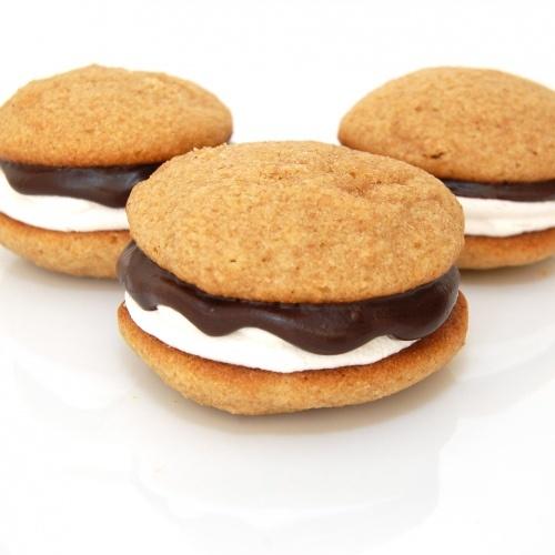 S'mores Whoopie Pies.. Mmmmmm: Desserts, Smore Whoopie, Cookies, Peas Kitchens, S More Whoopie, Sweet Treats, Recipes, Whoopie Pies, Sweet Peas