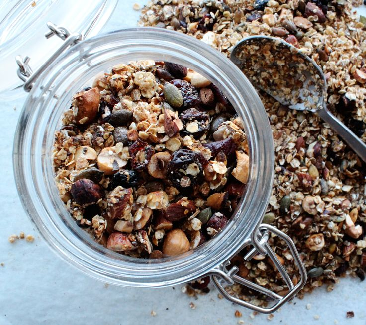 Granola with nuts, oats and cranberries