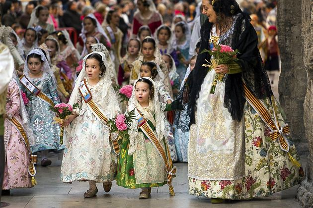 La Ofrenda — Flowers for the Virgin on http://valencia.for91days.com