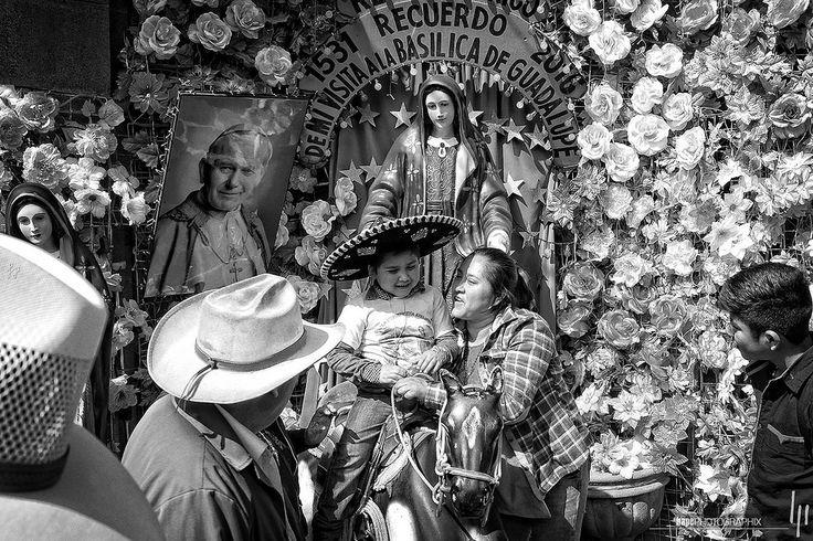 Recuerdo de mi visita a la Basilica de Guadalupe | LA VILLA LA CIUDAD DE MÉXICO | 484mex américadelnorte ciudaddeméxico delegación distritofederal fujix100t gustavoamadero laciudaddeméxico lavilla mexico mexicocity mexiko mexikostadt méxico nordamerika northamerica villadeguadalupe hapephotographix kind kid child niño pilger pilgrim peregrino ourladyofguadalupe nuestraseñoradeguadalupe virgendeguadalupe unsereliebefrauvonguadalupe statue hut hat sombrero bnw sw blackandwhite schwarzweiss…