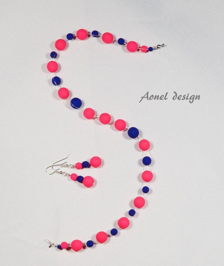 Pro veselý den Náhrdelník a naušnice pro pozirivní náladu. Použitý materiál: neonové korálky modré a růžové nyonové lanko bižuterní komponenty:postříbřené K náušnicím přibalím samozřejmě plastové zarážky.
