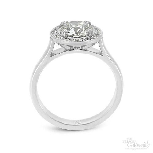 Halos made of diamonds are the best kind. 😇 💎 #halo #diamondhalo #diamondring #halosetting #heavenly #dream #love #beautiful #dreaming #thevillagegoldsmith #jewellery #design #engagementring #diamond #ring #engaged #marriage #weddinginspiration...