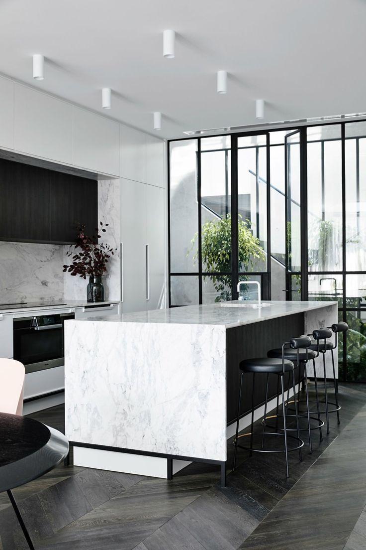 zeitlose einrichtung mit marmor arbeitsplatte