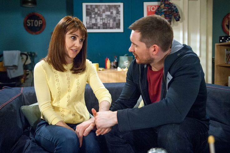 Emmerdale sets record straight on Gillian Kearney's exit as Emma Barton