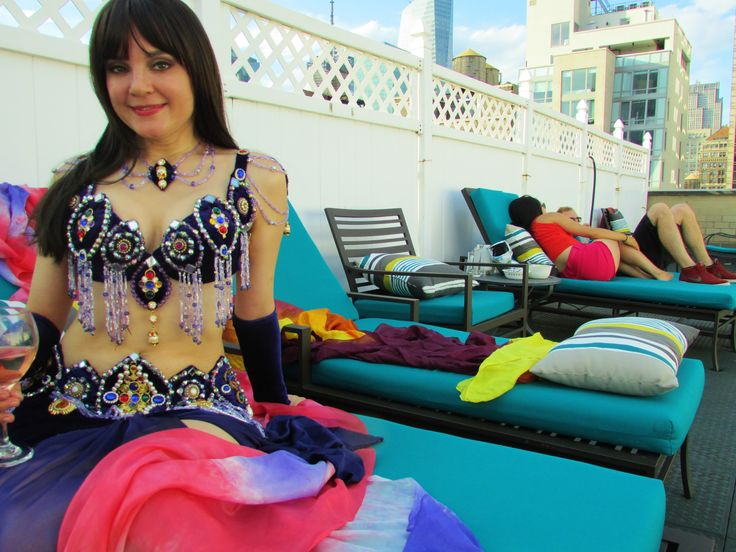 One of the many great advantages of an NYC rooftop beach - you can wear an outlandish outfit, and the neighbors don't bat an eye. #LifeIsCake #rooftop #TannaValentine #Bellydance #costume