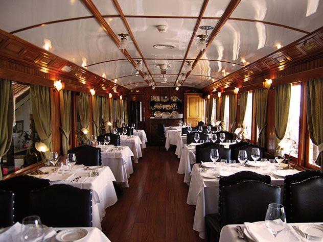 El restaurante ha rehabilitado dos auténticos vagones de tren de los años 30, El Vagón de Beni. Madrid.