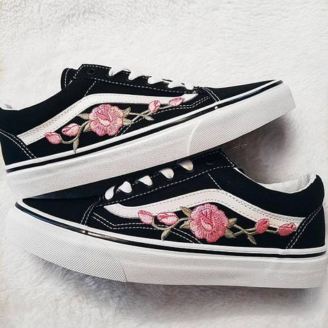 Rose Knospen rosa/Blk Unisex Custom Rose bestickt Patch Vans Old-Skool Sneakers